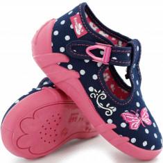 Pantofi fete cu bulinute albe si fluturas brodat (cu catarama) din material textil