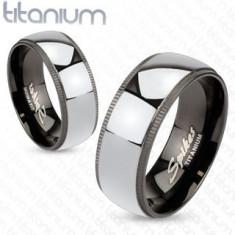 Inel argintiu din titan, cu margini negre cu striaţii - Marime inel: 49