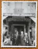 Medi Dinu , Gheorghe Dinu ( Stephan Roll ) , la Les Deux Magots , Paris , 1967