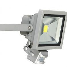 Cumpara ieftin Spot luminos Intertek cu senzor de miscare,10w,700 lumen