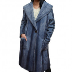 Jacheta calduroasa, lunga, realizata de dama, blanita bleumarin