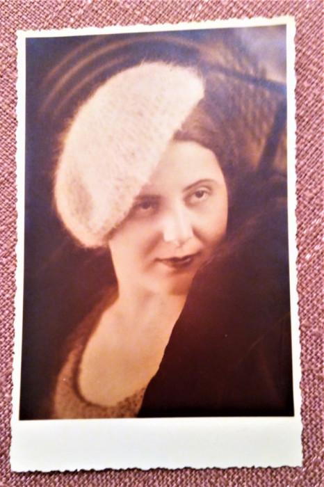 Portret de femeie. Fotografie veche tip carte postala - Foto-Mandel, R.-Sarat