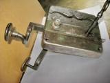 B593-Broasca Poarta veche fier veche metal functionala cu opritor fara cheie.