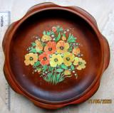 Cumpara ieftin Farfurie vehe din lemn pictata manual.1993 D aprox.20cm.Flori.