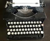 Masina de scris Triumph Durabel 1935 functionala portabila | arhiva Okazii.ro