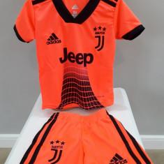 Echipament fotbal pt copii Juventus Ronaldo model nou marimi mici 1-3 ani, Alta