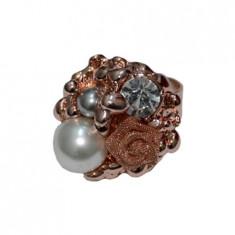 Inel fashion auriu, reglabil, perle si strasuri in compozitie rafinata