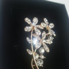 Brosa Flower White Crystal