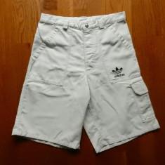 Pantaloni scurti Adidas. Marime 32, vezi dimensiuni exacte; impecabili, ca noi