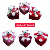 Cumpara ieftin Cutie Flori din catifea + Set bratari Love