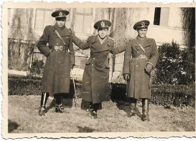 Fotografie ofiteri romani cu sabii al doilea razboi mondial foto