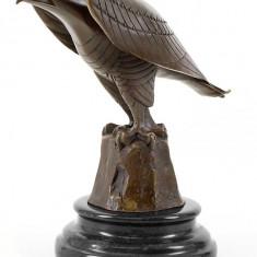Vultur stilizat - statueta din bronz pe soclu din marmura