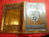 Coperta veche din piele cu Blazon ,frumos ornamentata ,Dim.= 17,5x24cm