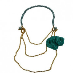 Colier fashion,lant auriu cu margele si design cu franjuri roz,floare verde