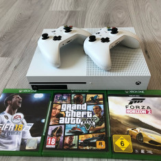 Vând Xbox One S 1 TB