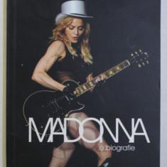 MADONNA - O BIOGRAFIE de MARY CROSS, 2009