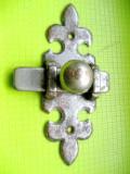 Zavor vechi cu balama model crini metal anii 1900-1930.
