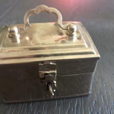 Caseta veche englezeasca,din alama,pentru bijuterii