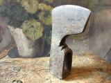 Scule si Unelte vechi - Topor model interesant gasit in zona Resita Jud CS !, Statuete