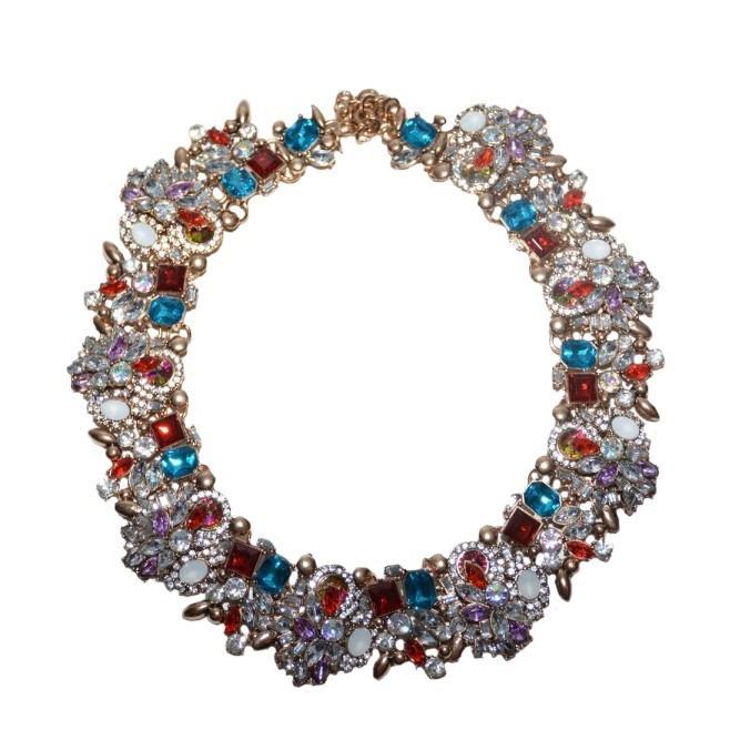 Colier trendy cu design elegant din strasuri si cristale colorate,pe metal auriu