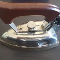 Fier de calcat de voiaj electric vechi functionabil. 1954