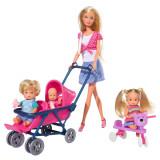 Cumpara ieftin Papusa Simba Steffi Love 29 cm Baby World in bluza cu buline, cu 2 copii, 1 bebelus si accesorii