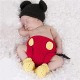 Costum crosetat bebelusi Mickey Mouse sedinte foto