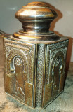 Cumpara ieftin Recipient vechi de alama argintata cu decoratiuni in relief