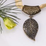 Colier cu pandantiv metalic frunza nichel auriu