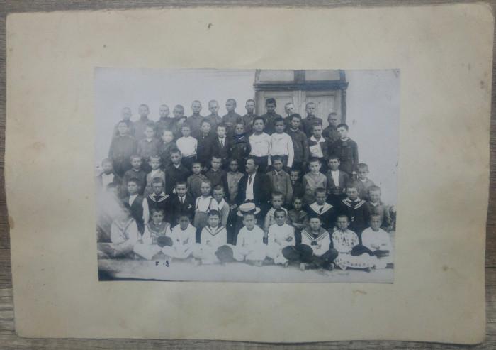 Clasa de elevi din ciclul primar// fotografie Romania perioada interbelica
