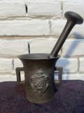 Mojar de fontă cu stema