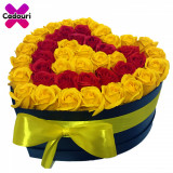 Cumpara ieftin Aranjament flori trandafiri de sapun galbeni si rosii. 49 trandafiri, 30 x 30 cm