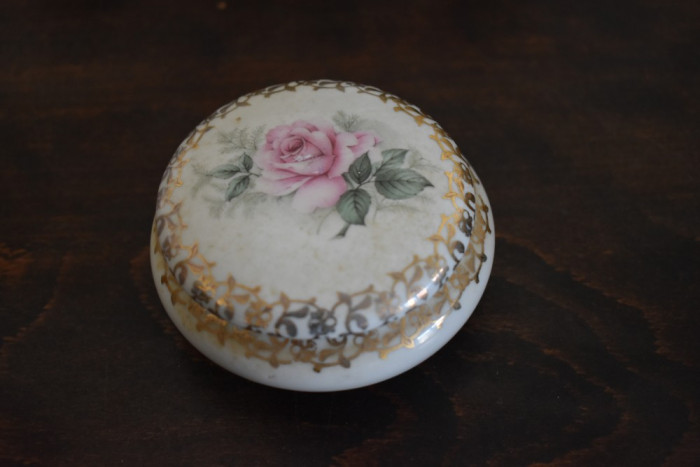 Caseta bijuterii / cutie din portelan Limoges Franta - decor floral trandafir