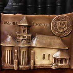 Tablou în ceramică SUCEVIȚA (15x23 cm.) cu stema Moldovei și mănăstirea.