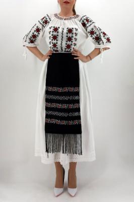 Fota brodata cu model traditional Ancuta foto