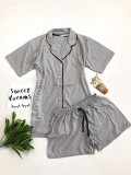 Pijama dama ieftina bumbac scurta cu pantaloni scurti si tricou gri cu nasturi