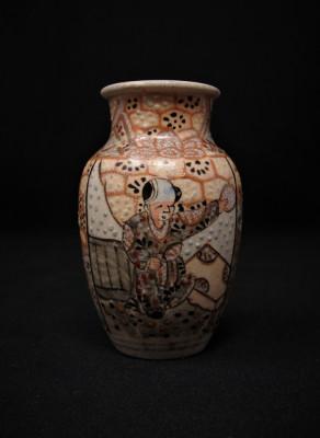 Veche vaza ceramică miniaturală Satsuma   sfârșitul sec. XIX   Japonia foto