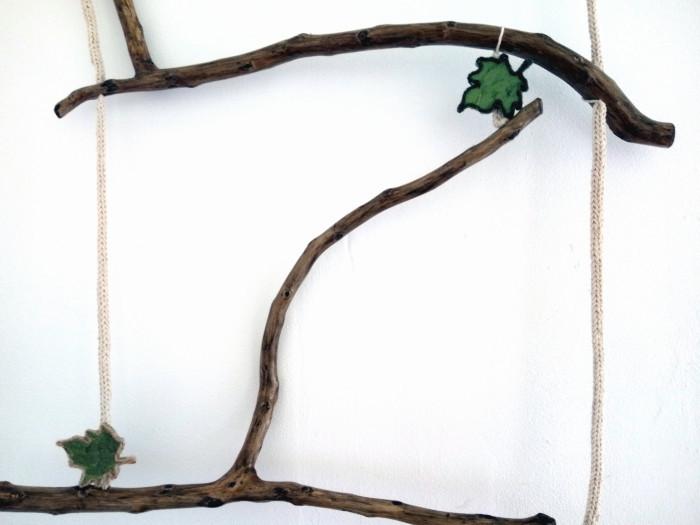 Spalier pentru flori agatatoare tip scara din crengi naturale si snur crosetat
