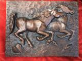 Tablou din compozit in basorelief, reprezentand cai