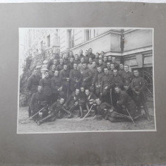 Fotografie elevi militari romani cu sabii perioada regalista