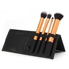 Cumpara ieftin Set 4 Pensule Machiaj Core Collection + Borseta Cadou