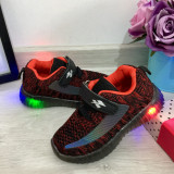 Cumpara ieftin Adidasi negri rosii cu lumini LED si scai pantofi sport pt baieti 20 21 22 23 24