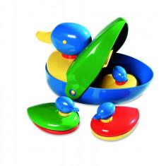 Jucarie pentru baie Ambi Toys Familia de ratuste, 12 luni+