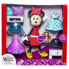 Papusa Minnie Mouse cu garderoba si accesorii