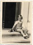Copil cu masinuta 1942 perioada monarhista