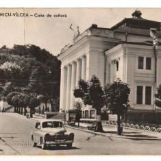 CPI B 10833 CARTE POSTALA - RAMNICU VALCEA. CASA DE CULTURA, MASINA DE EPOCA