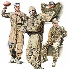 1:35 USMC Tank Crew at Rest - 4 figures 1:35