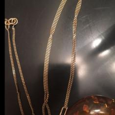 Vind lănțișor de aur cu pandantiv de ambra (chihlimbar)