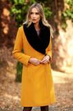 Palton LaDonna mustariu elegant din lana captusit pe interior cu un croi cambrat cu guler din blana, Mustar
