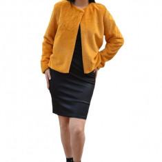 Bolero Elisa din blana sintetica, model pana in talie cu maneca lunga,nuanta de mustariu